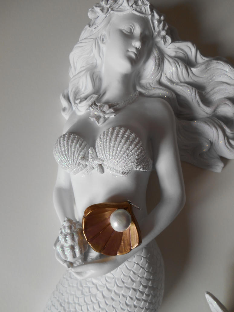 Beautiful Shell and Pearl Pendant by LinaSei