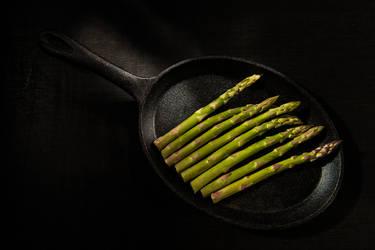 Asparagus on the iron pan