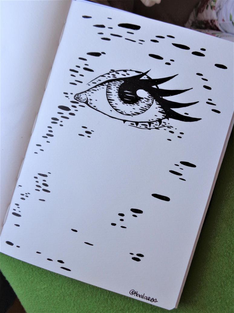 Eye-ish by Haalaesc