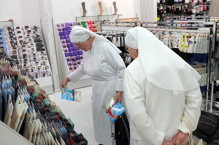 stocking shopping by du-jamais-vu