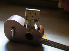 Danbo on ukulele by filsru