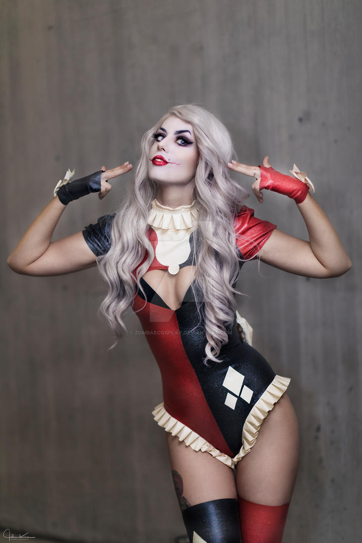 Harley Quinn by ZombaeCosplay