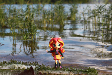 Sunset Shimmer exploring the Reflections