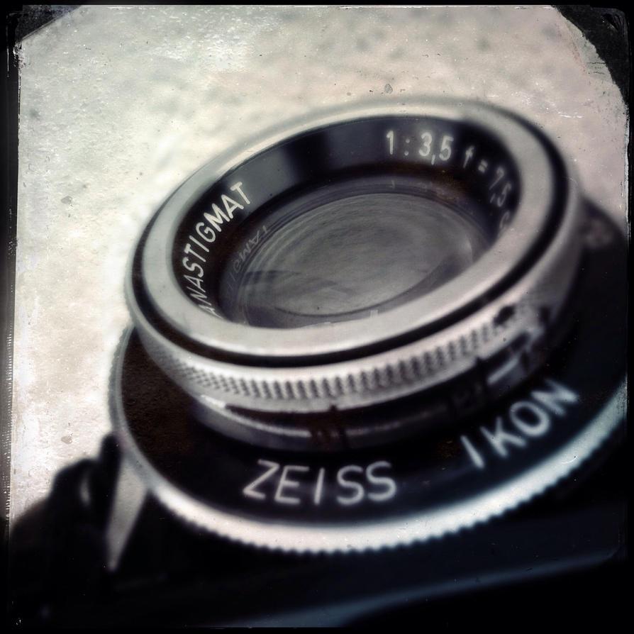 Lens camera,camera, by jfdupuis