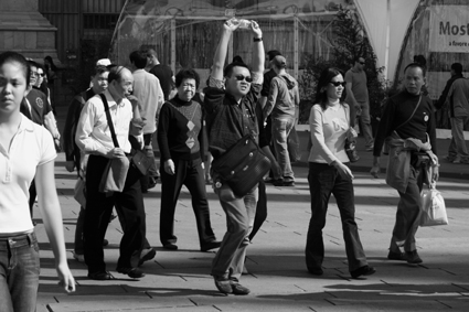 http://fc01.deviantart.com/fs17/f/2007/129/2/3/Japanese_people_in_Milan_by_andrealone.jpg