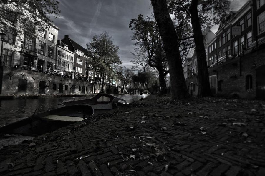 A canal through melancholic eyes by Z-GrimV