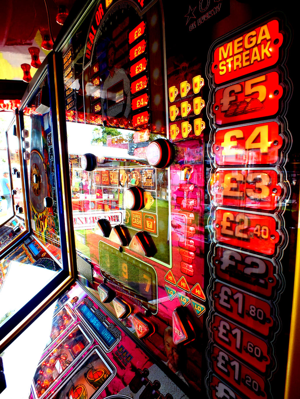 Slot machine by Thundred