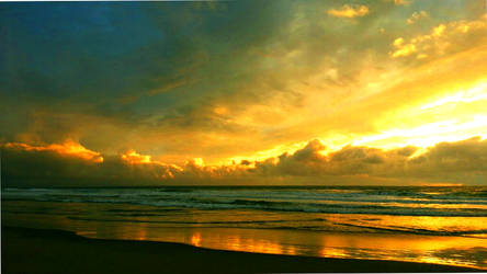 Christmas Sunset by RicksCafe