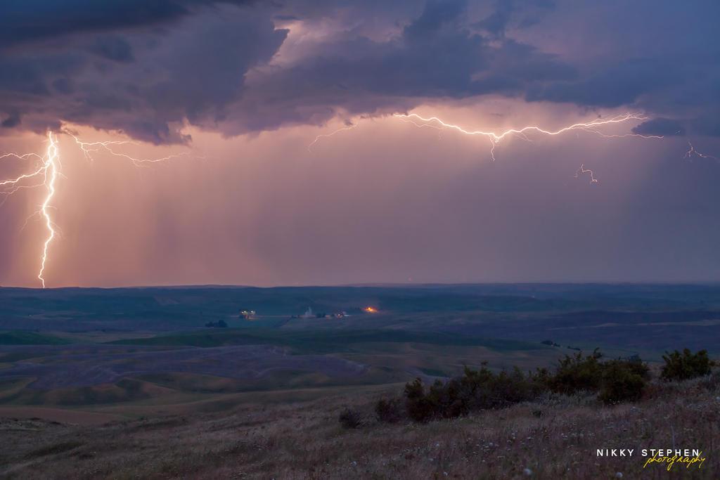 Lightning at the Palouse by djniks97