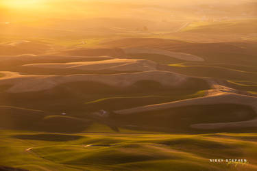 A Dreamy Sunset at the Palouse by djniks97