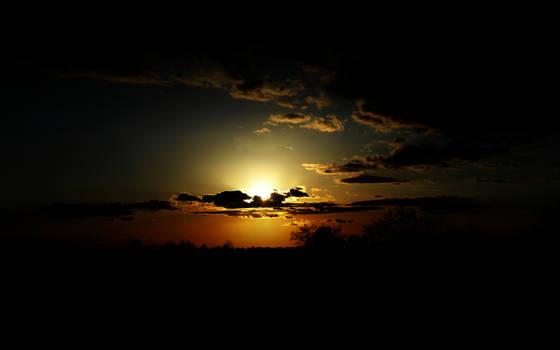 Dark Sunset 1680 x 1050