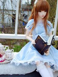 Enjoying a Fairytale by charmingdoll
