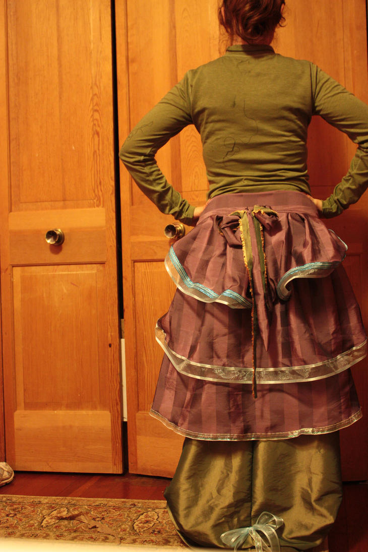 Bustle Skirt by Ledoux