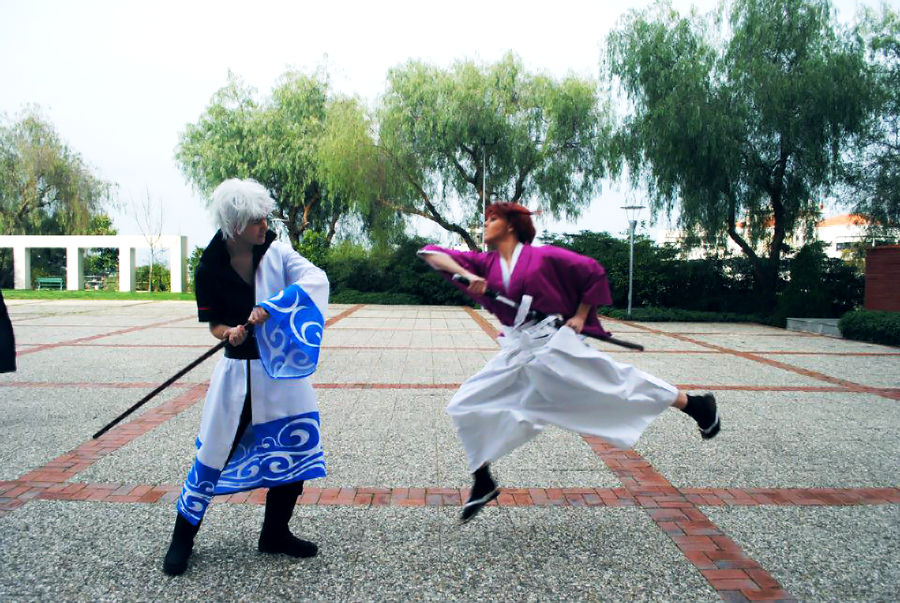 Cosplaying as Gintoki and Fighting Kenshin by Over9000Desu