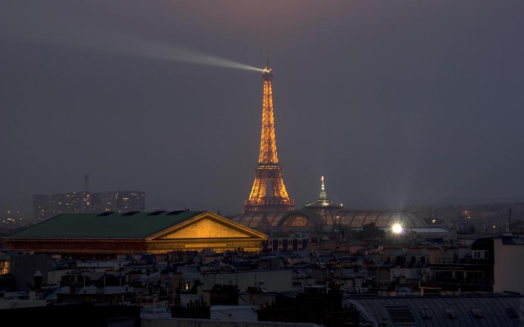 Paris 03  2560x1600 by tezdesign