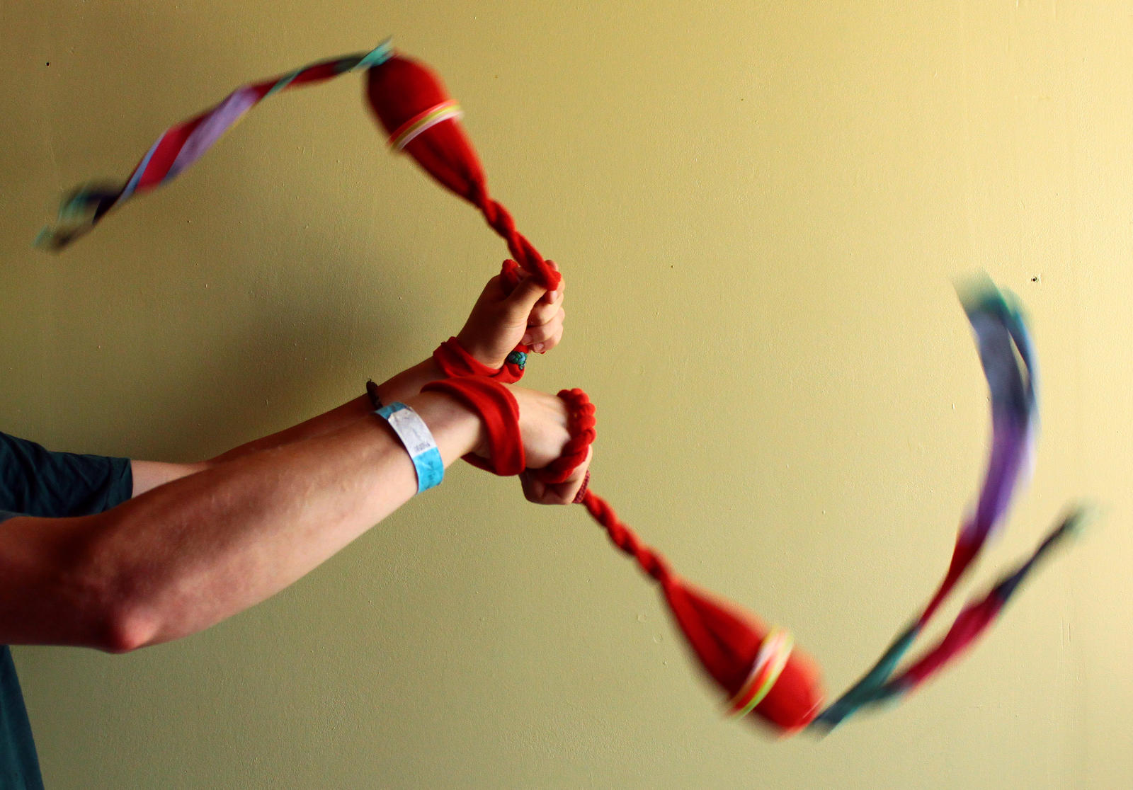 DIY: make beautiful soft poi's from cloth by Snoeffel