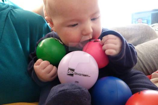 Mateo jugando con sus DA Stress Balls