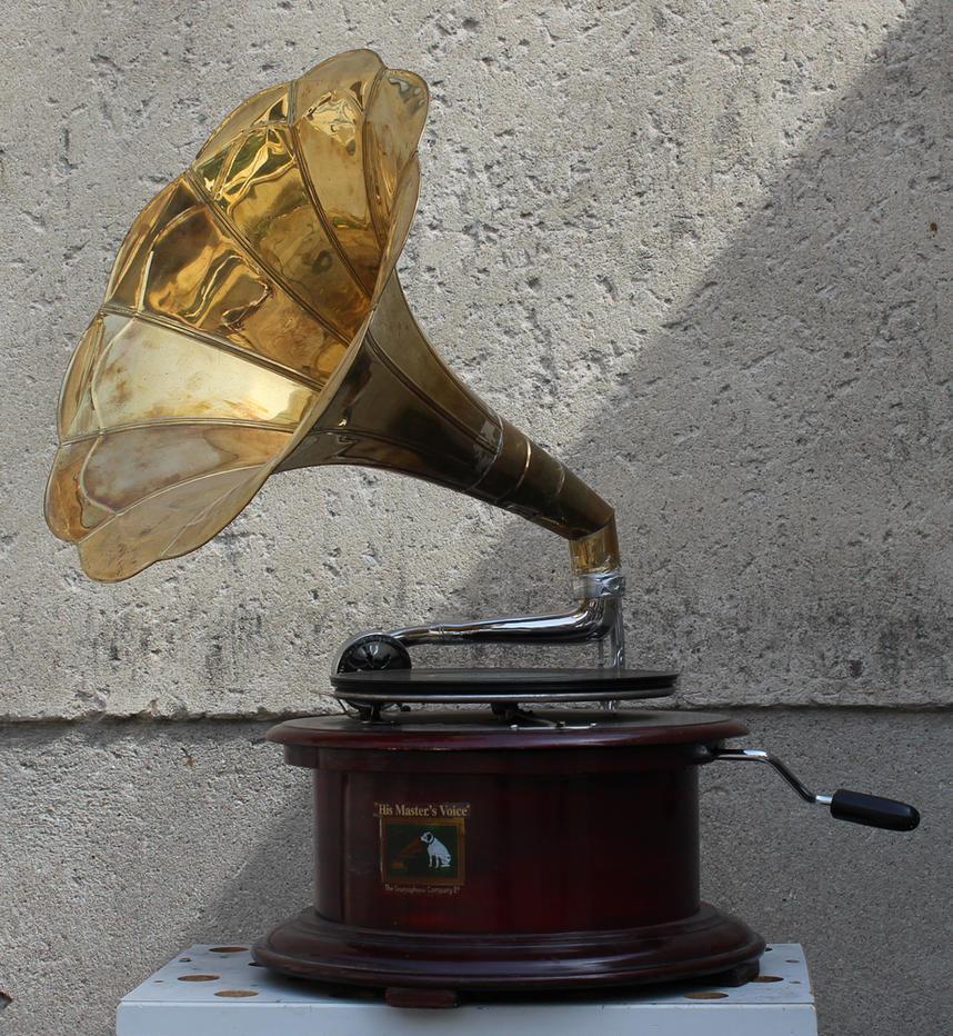 Gramophone1 by Susannehs