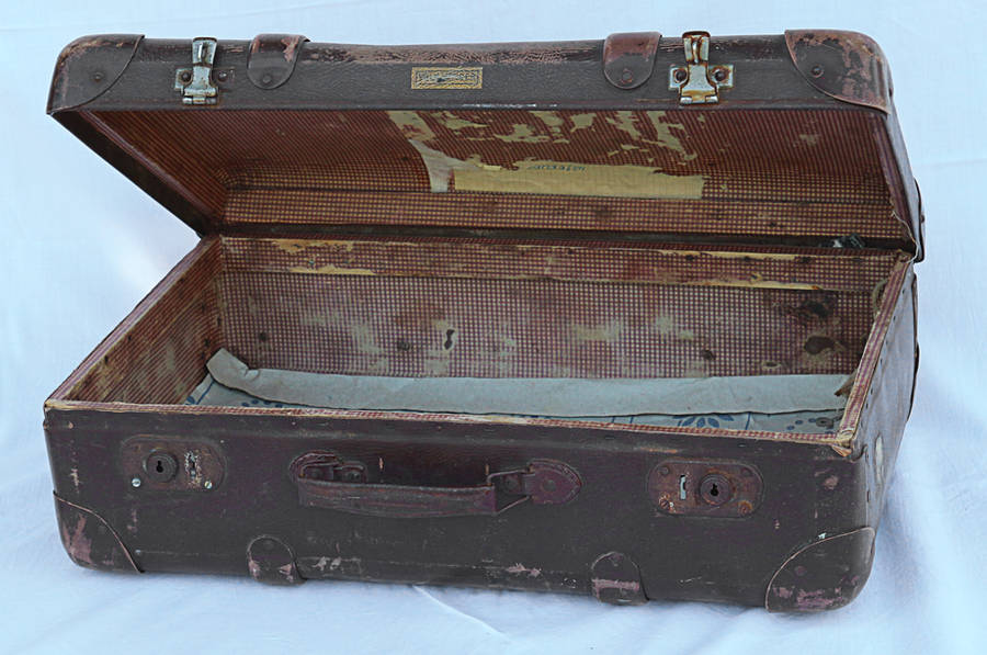 old suitcase by Susannehs