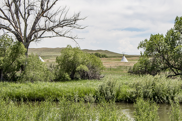 fort laramie chat The expedition of the donner party and its tragic fate by eliza p donner houghton  fort laramie as it appeared when visited by the donner party chimney rock.