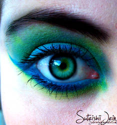blue and green eye