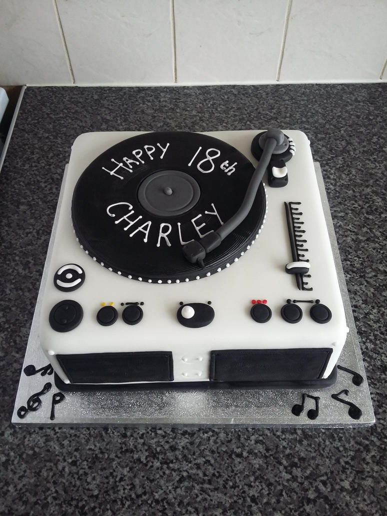 Record Player Cake by clvmoore
