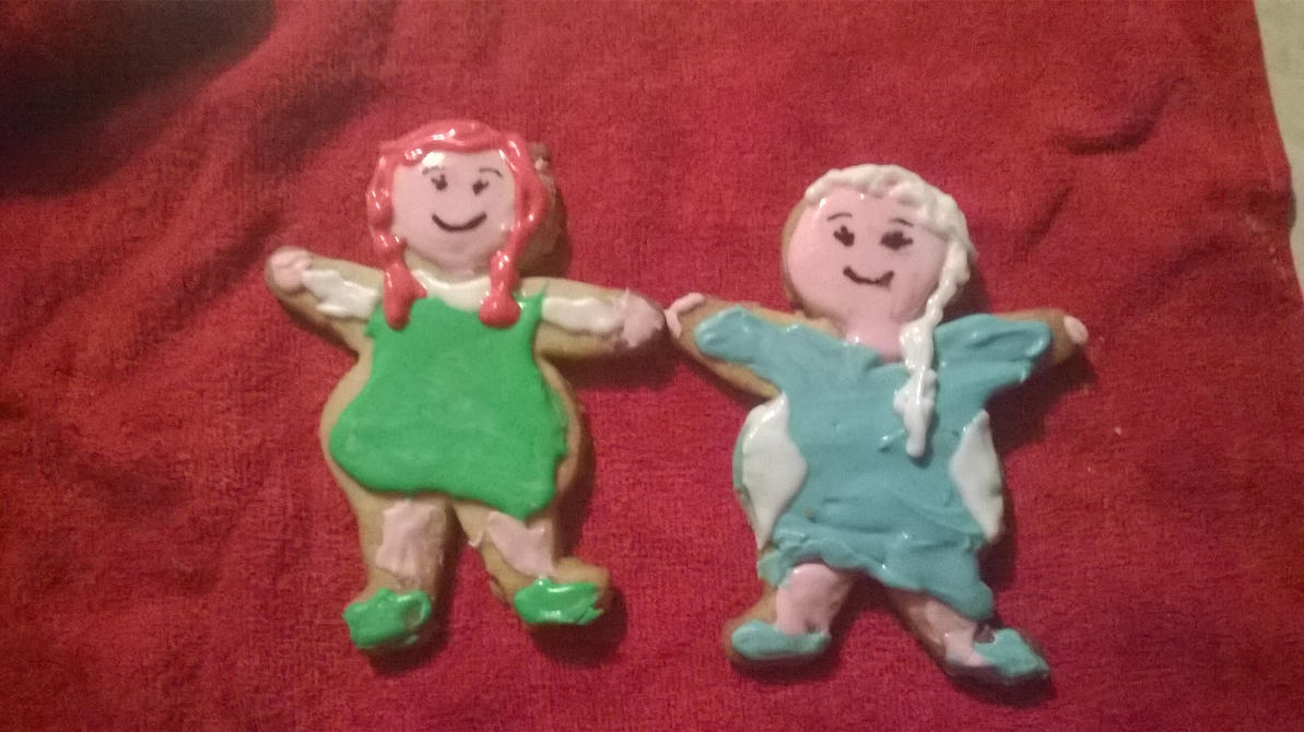 Ginger cookies Elsa and Anna by TaniaHylian