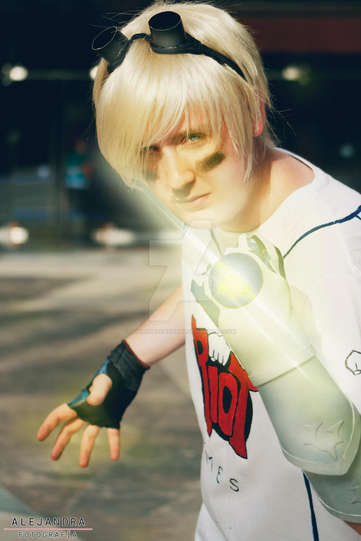 Cosplay Ezreal Striker (League Of Legends) by ...