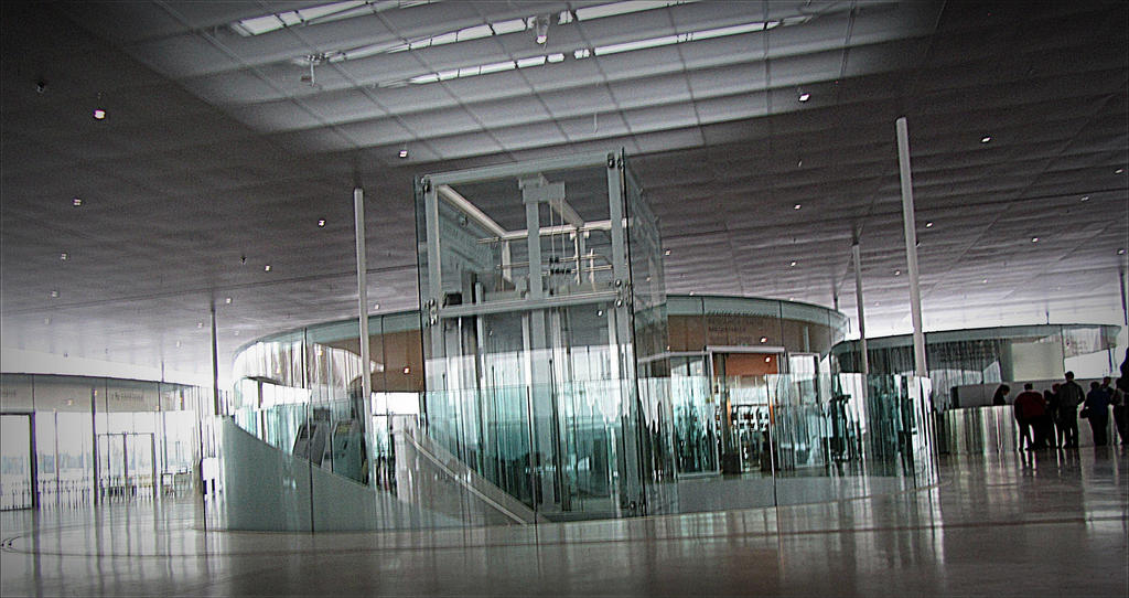 Le louvre lens france modern architecture by april mo for Louvre lens museo