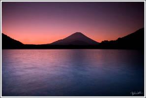 Fuji Morning by bethwaukee