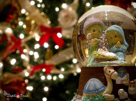 Christmas Snow Globe v3 by BttrflyKisses