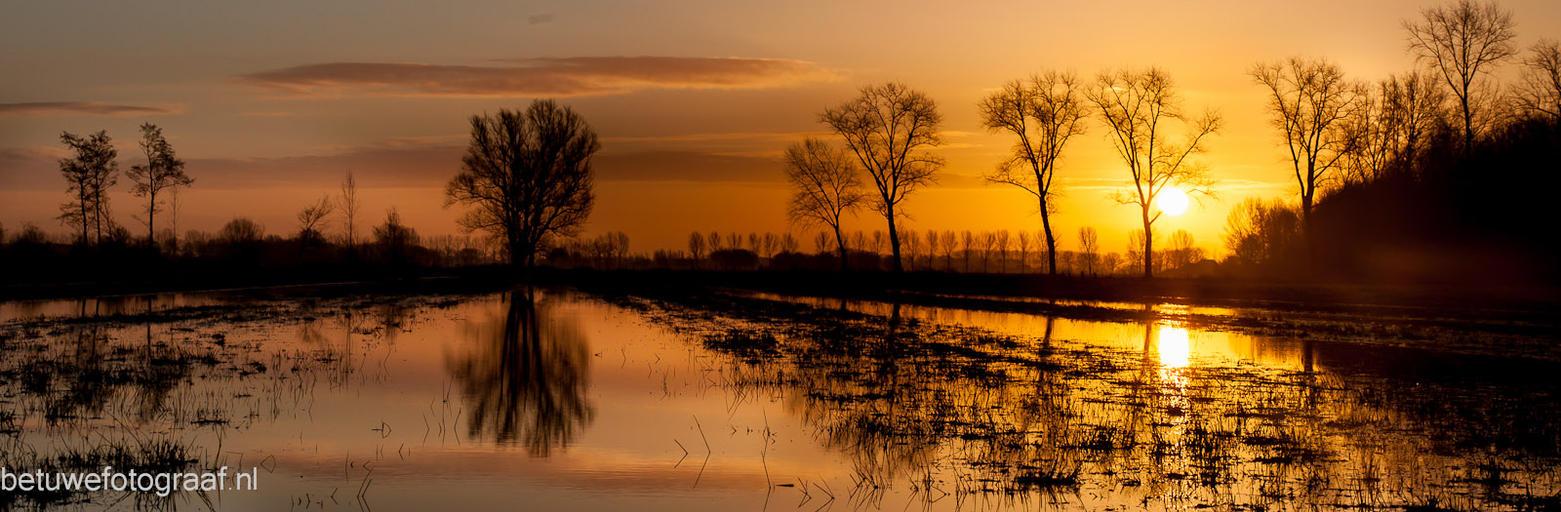 buurmalsen ( ochtendrood ) by Betuwefotograaf
