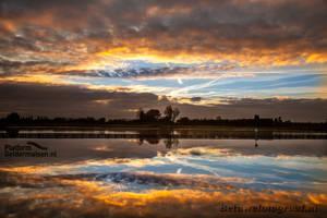 Monday Morning Mirror by Betuwefotograaf