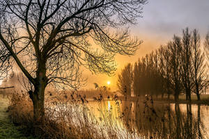 Misty sunrise on the river the Linge ( Betuwe ) by Betuwefotograaf