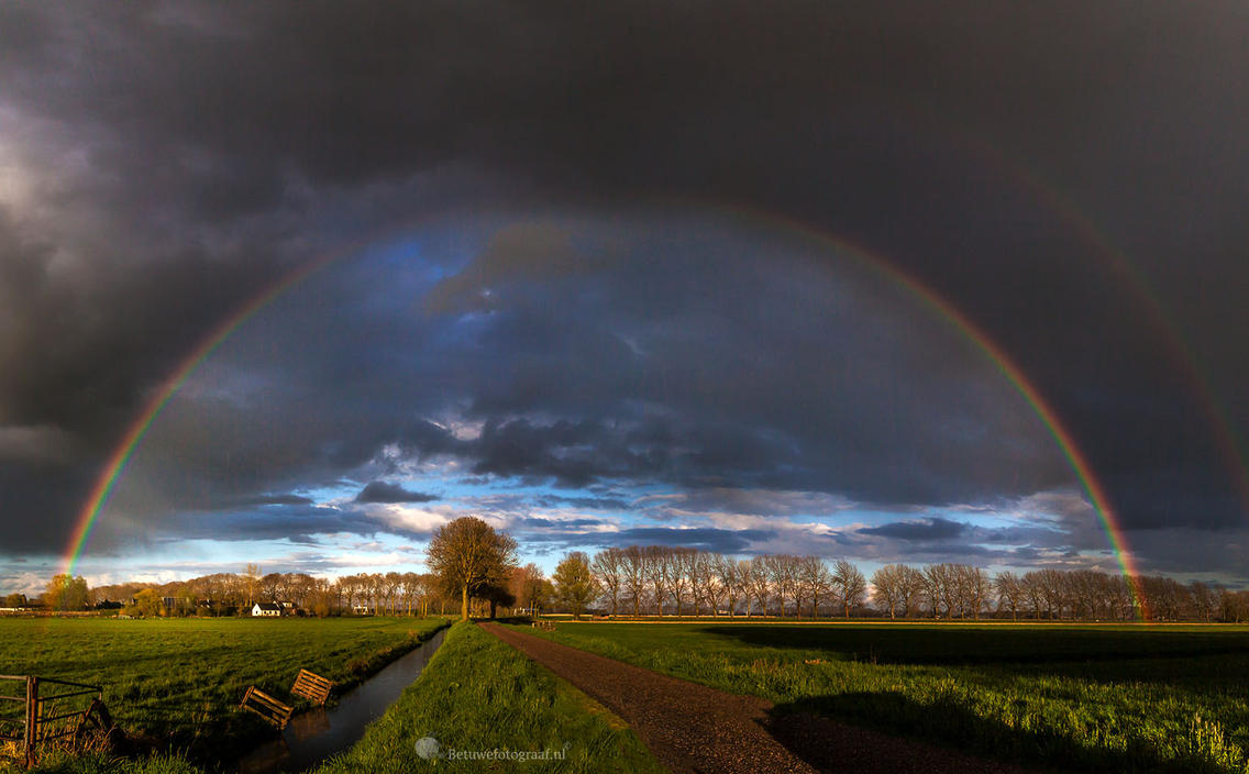 Under The Dome  ( Stephen King ) by Betuwefotograaf