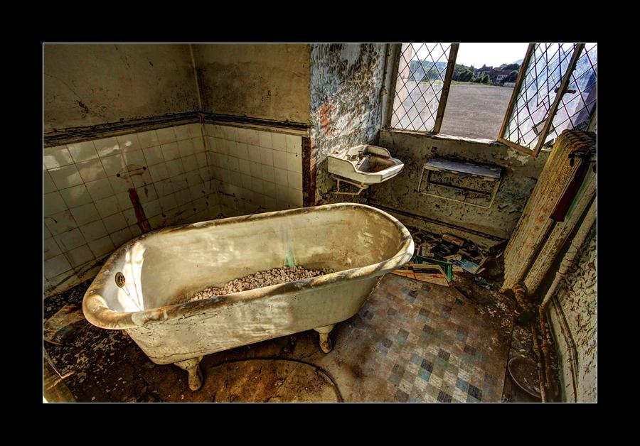 Bathtub by 2510620
