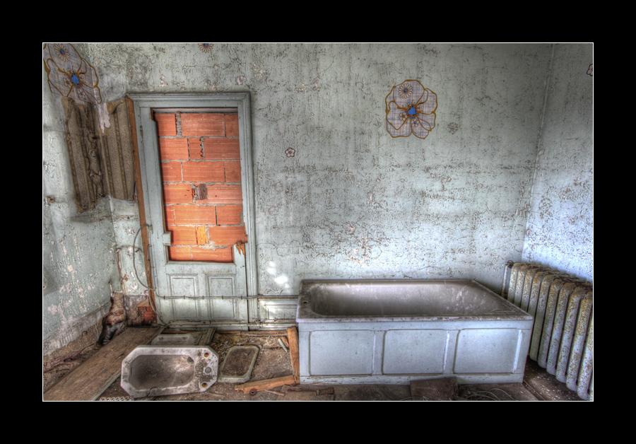 Bricked Bathroom by 2510620