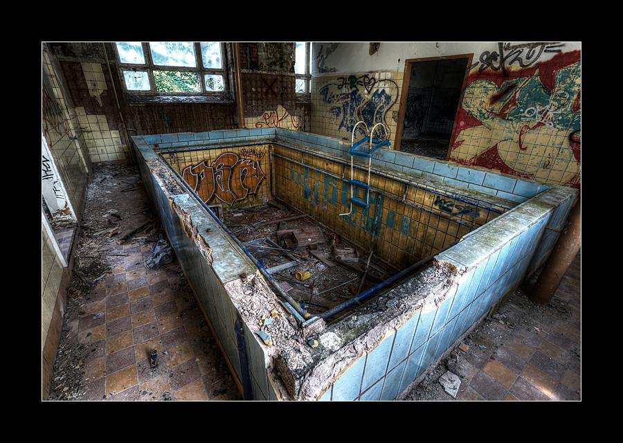 Sanatorium Pool 2 by 2510620