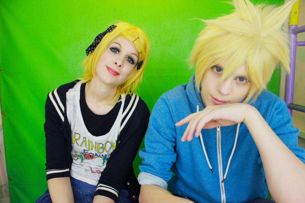 The Kagamine twins~ by TheKeiMan