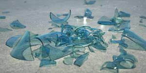 Broken Bottle by davidbrinnen