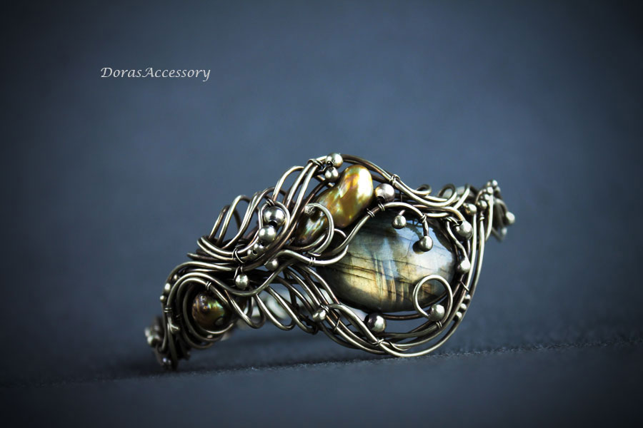 Brass bracelet with labradorite and keshi pearls by MDorothy