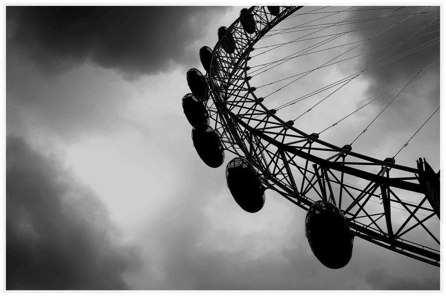 london eye black and - photo #25