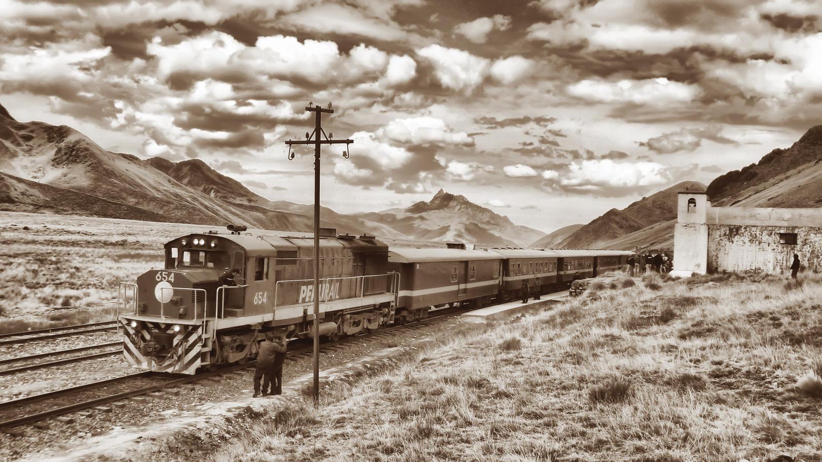 Andean Explorer by elfullero