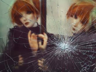 Broken heart by AmeliaMadHatter