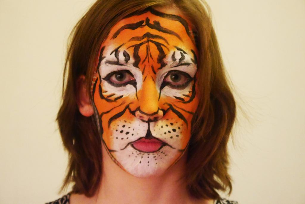 Tiger facepaint by Esperta