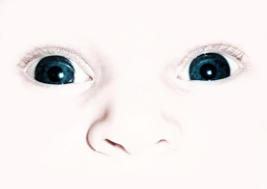 My blue blue eyes by niwaj