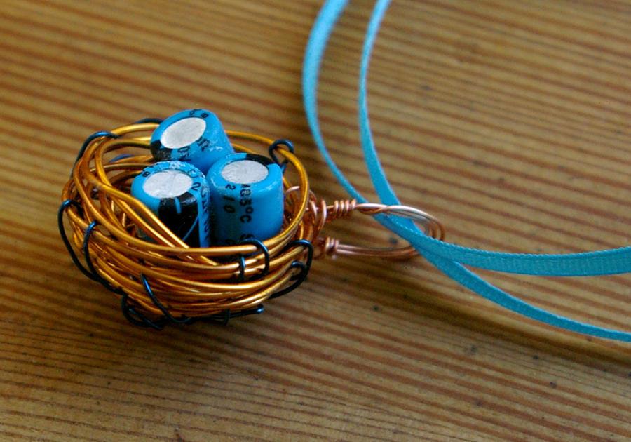 Blue Orange Wire Bird's Nest