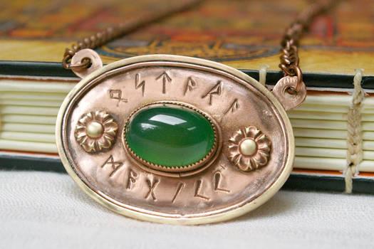 Ostara Magick Chrysoprase Nordic Runes Oval Pendan