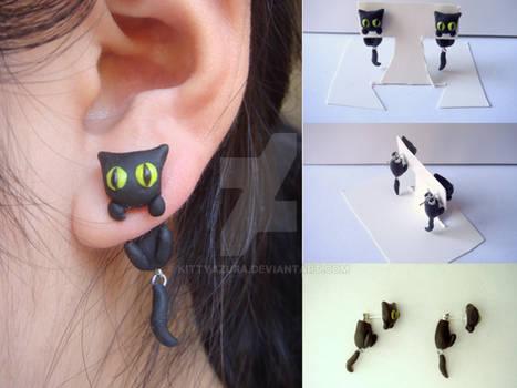 Black Cat Clinging Earrings