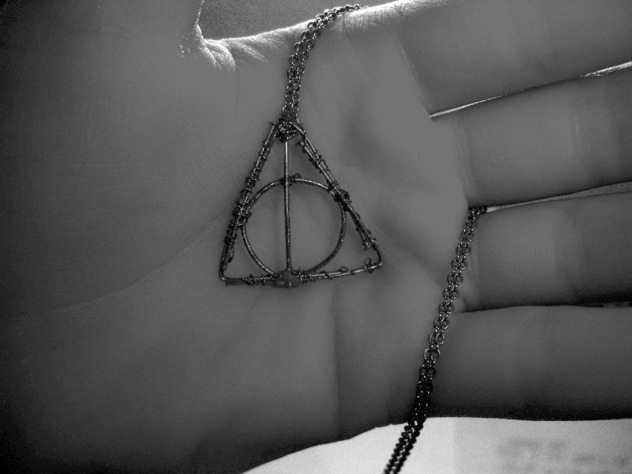 how to make a deathly hallows necklace